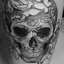 Fekete-fehér tetoválások